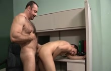 Twink fucked by a bear